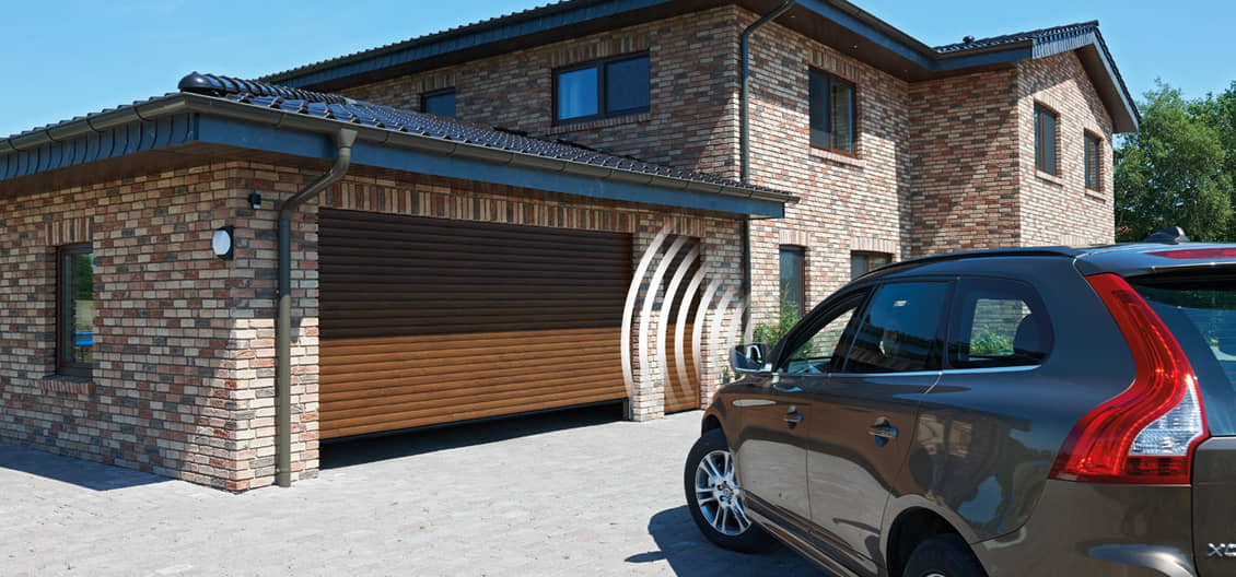 Garagen-Rolltor in Decograin Golden Oak